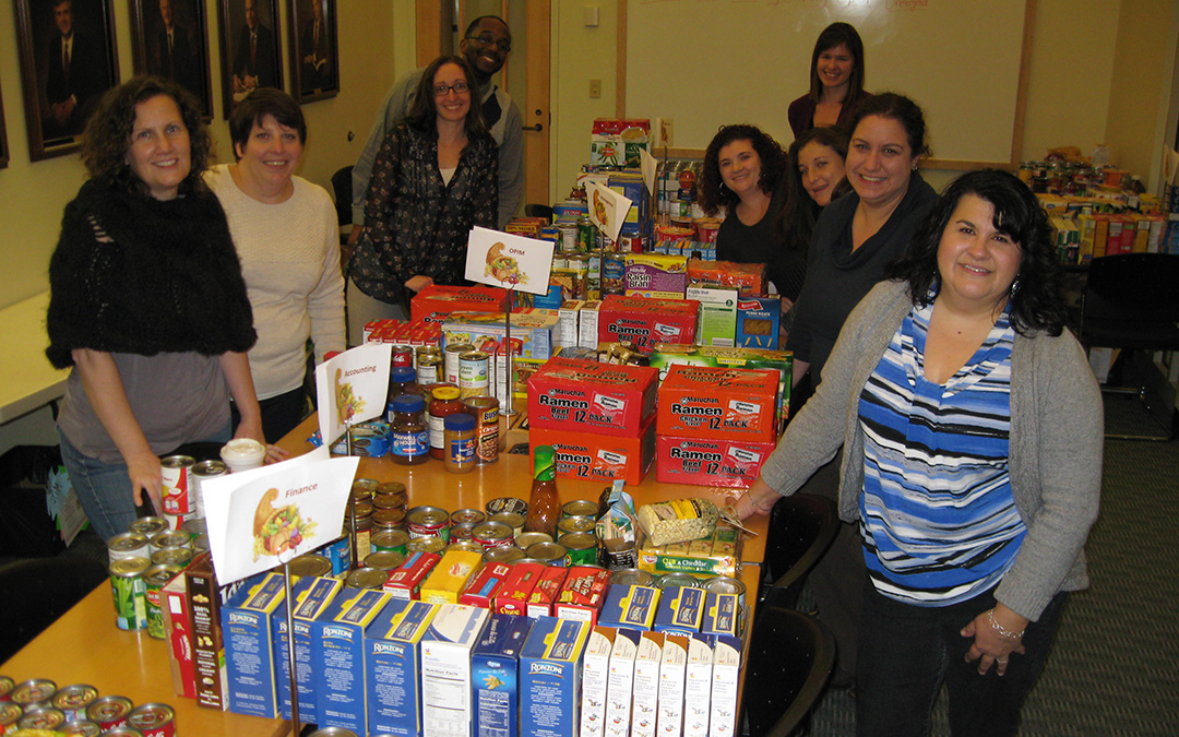 2015 Thanksgiving Food Drive (Olivia Rossetti/UConn School of Business)