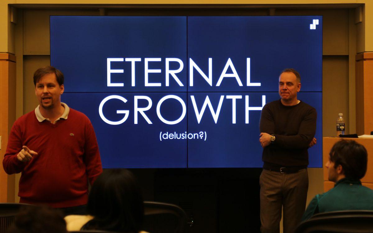 David Noble (left) and Peter Barkman (Right) during a recent installment of the Global Entrepreneurship Speaker Series at UConn. (Arminda Kamphausen / UConn School of Business)